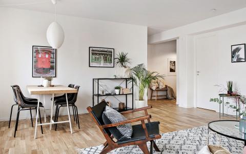 fint vardagsrum och parkettgolv i en nyproducerad hyresrätt hos Balder
