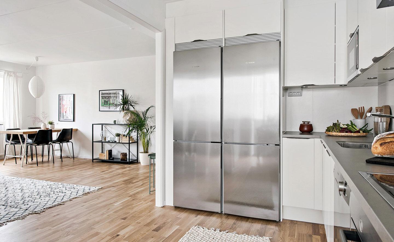 Fint vardagsrum i en nyproducerad hyresrätt i Göteborg