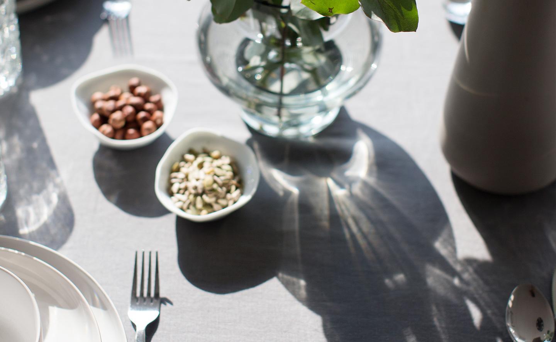 detaljbild av köksbord i en av Balders hyresrätter i Sollentuna